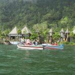 naik speed boat di danau beratan