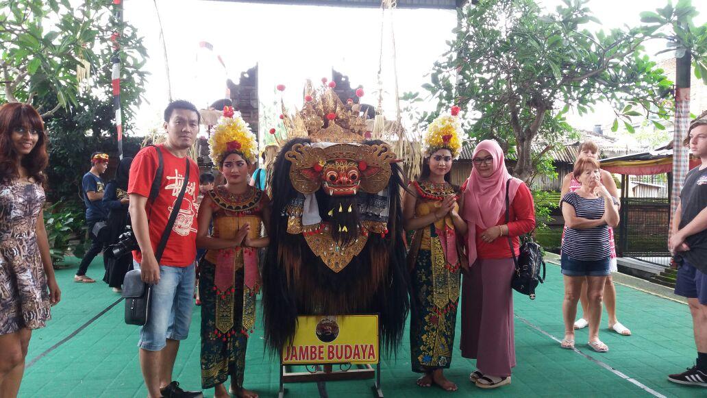 Sewa Elf Long di Bali saat liburan Group Kantor