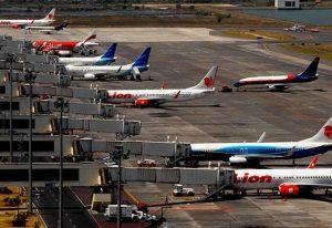pesawat-di-bandara-553x380