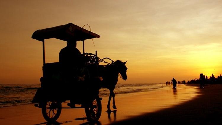 Sunset Pantai Parangkritis