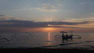 sunset di lovina bali