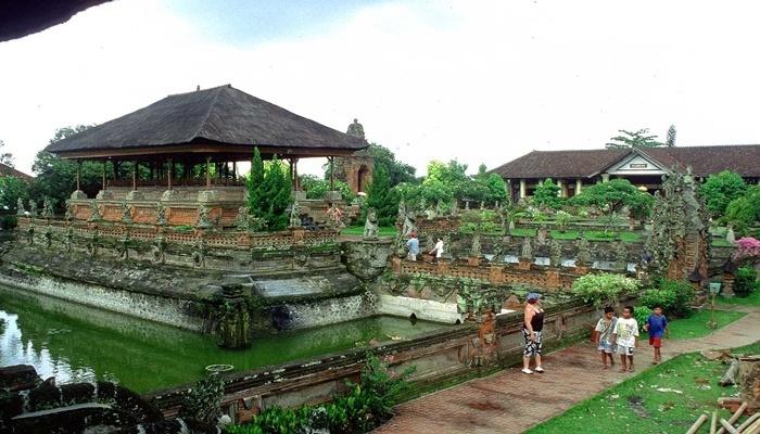 Istana Taman Gili Klungkung
