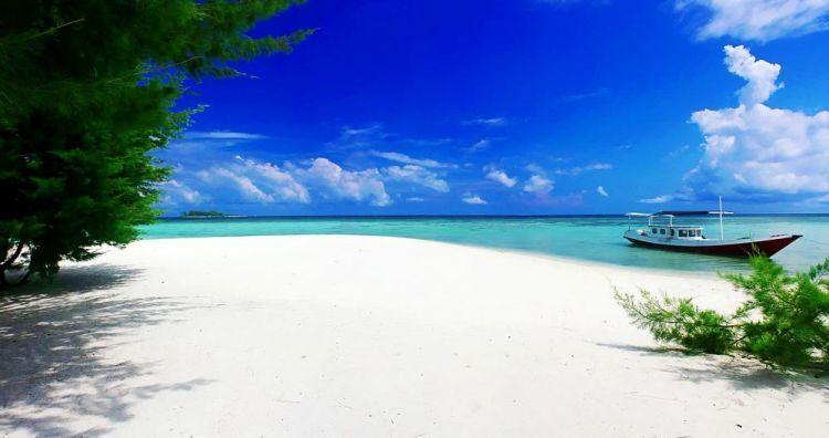 Bentangan Pantai Karimunjawa
